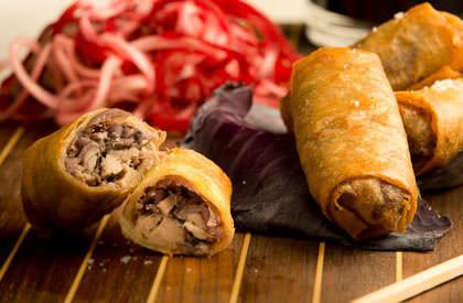 Photo de la recette de Nems de jambonneau au chou rouge et caramel de vinaigre balsamique