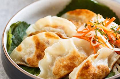 Photo de la recette de Gyozas (raviolis japonais) et mini salade de Daïkon