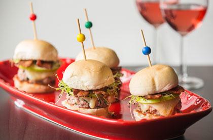 Photo de la recette de Mini-burgers bacon invasion et ketchup de jalapenos