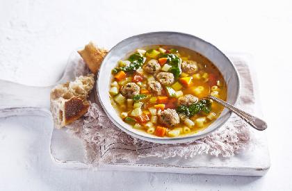 Photo de la recette de Soupe-repas aux boulettes à l'italienne
