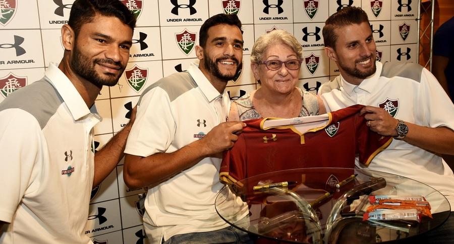 Tricolores curtem tarde de autógrafos com atletas do Flu — Fluminense  Football Club 77581fd762dac