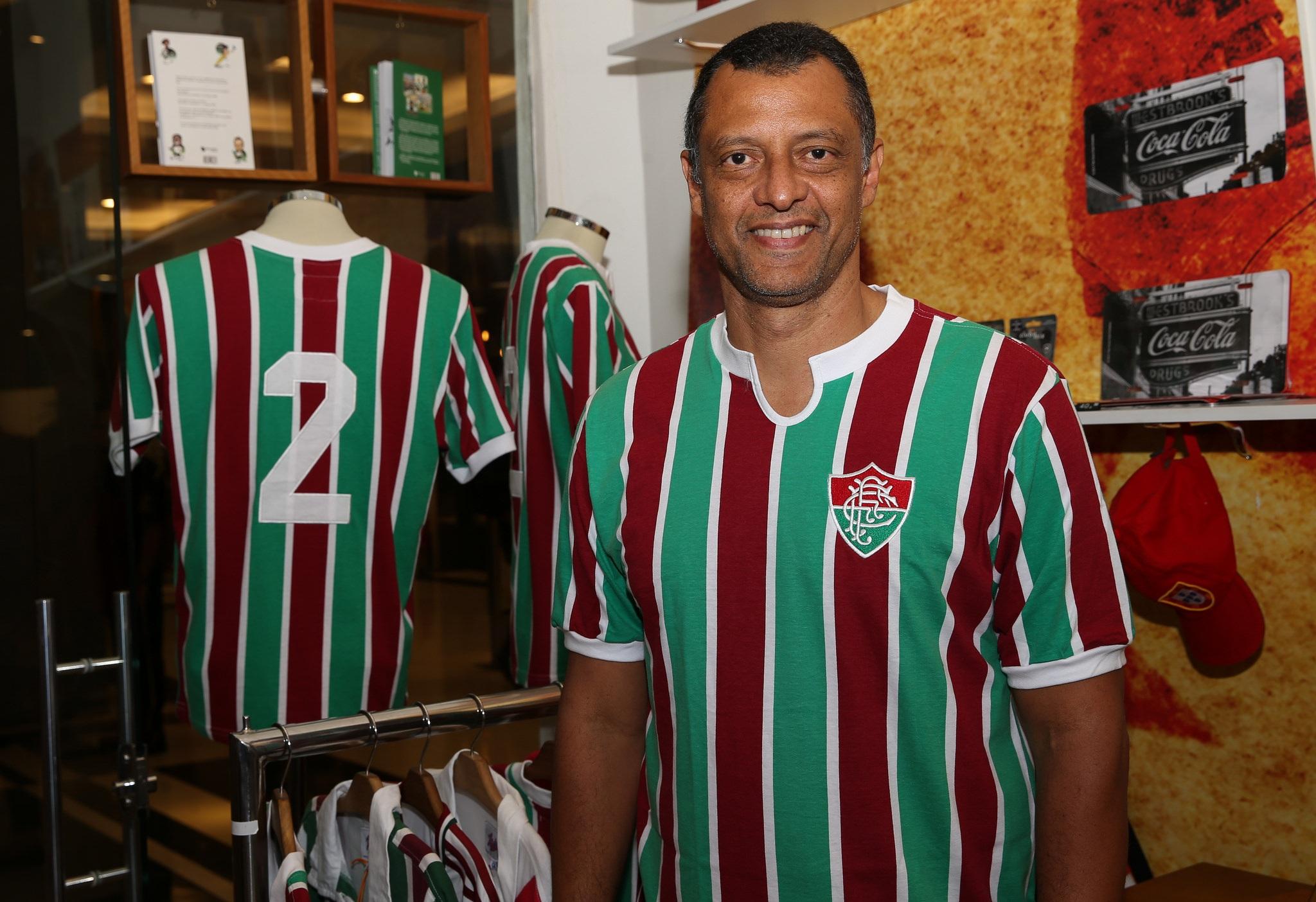 O dia do Fluminense foi marcado por comemorações e homenagens a Carlos  Alberto Torres nesta segunda-feira. O clube lançou 31bd7a09150e7