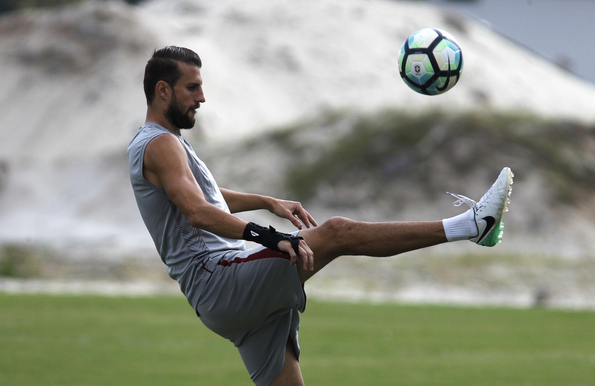 Fluminense: Henrique espera passar experiência aos jovens do elenco