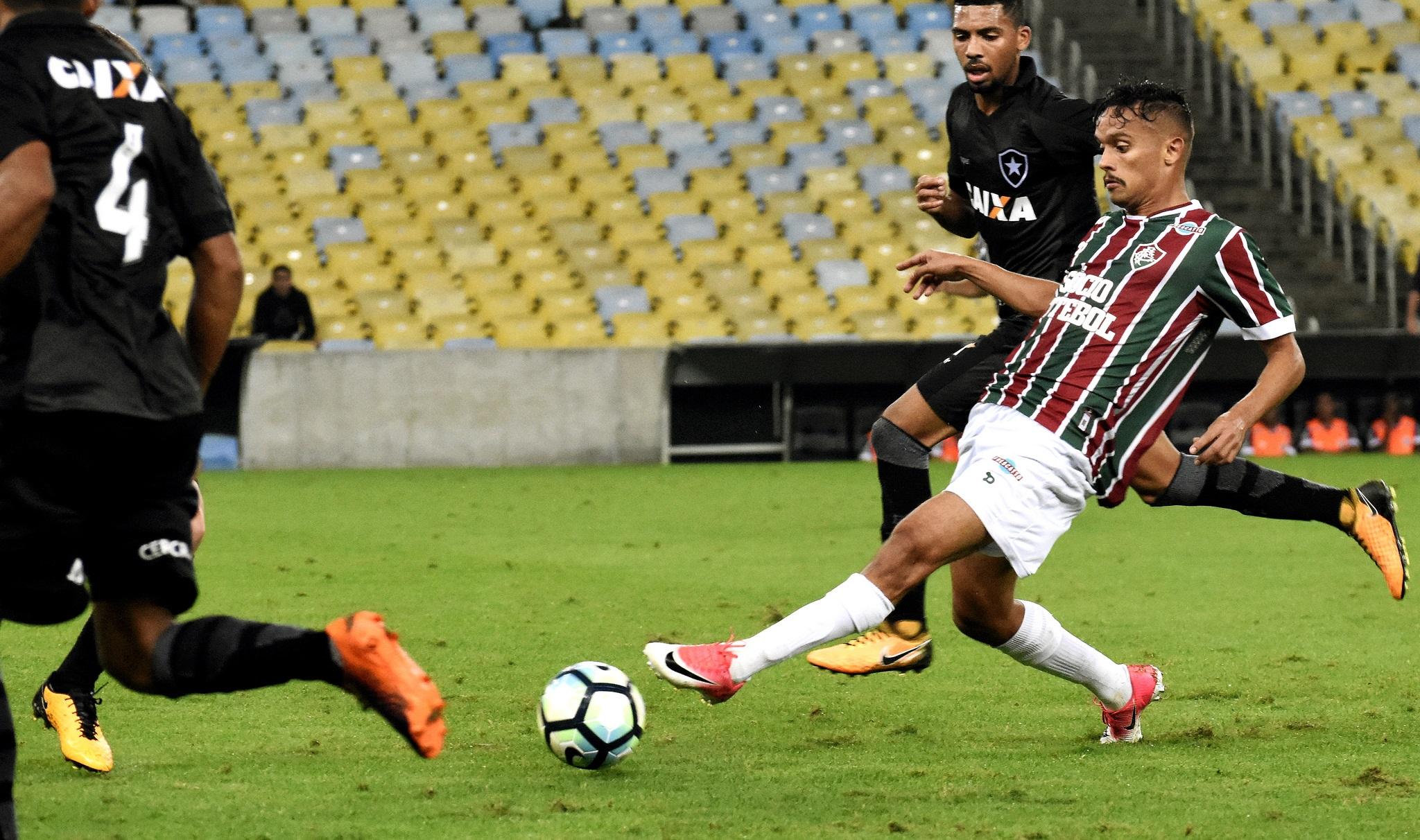 Flu perde para o Botafogo e tenta recuperação em Curitiba