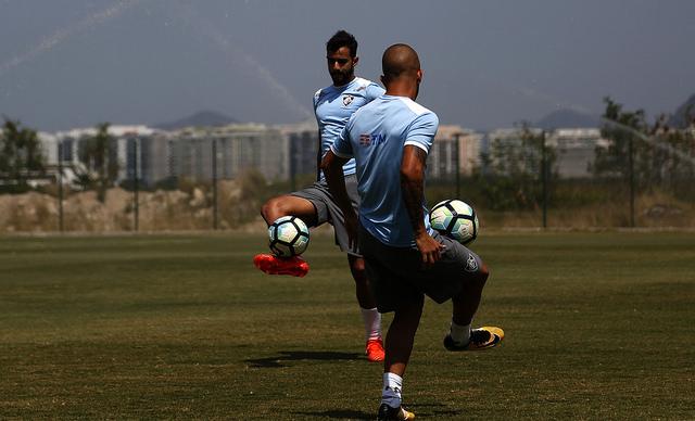 Fluminense: Equipe realiza treino coletivo disputado