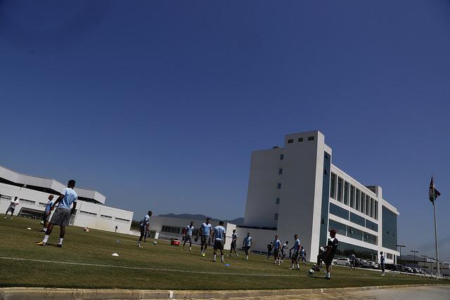 Fluminense treina sob forte calor no CTPA