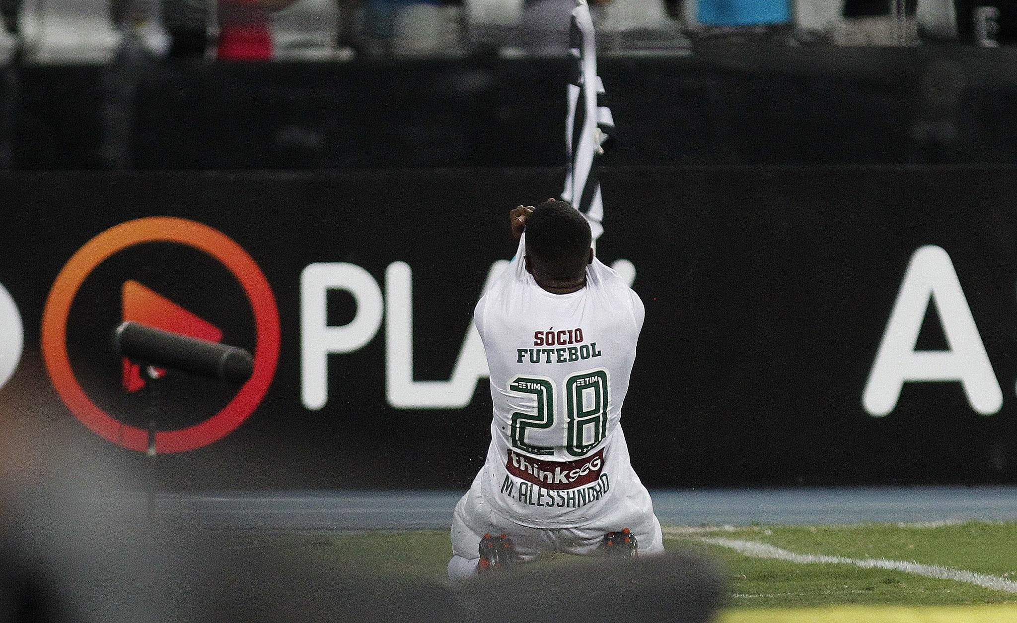 Matheus Alessandro comemora primeiro gol no time profissional ... 12f5a599ae9de