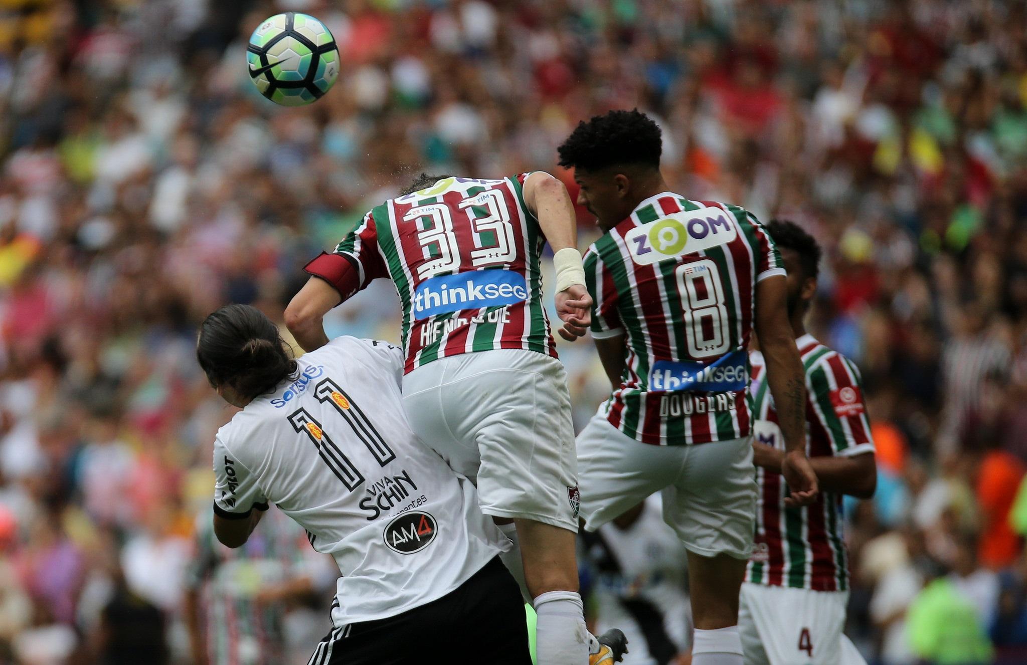 Fluminense vence a Ponte Preta e chega aos 46 pontos