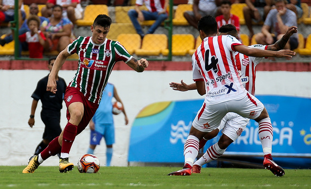 Ibañez estende vínculo com Fluminense