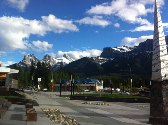 Sunshine and mountains in Canmore