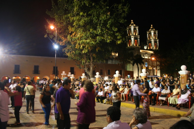 Impromptu street dancing - Valladolid, Yucatán