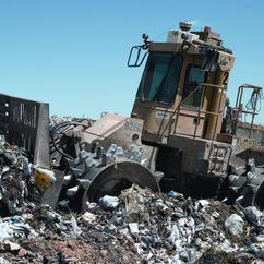 https://upload.wikimedia.org/wikipedia/commons/4/4b/Landfill_compactor.jpg