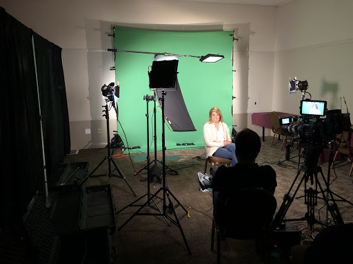 Green Screen vs. Blue Screen: Pro's and Con's | Assignment Desk Blog