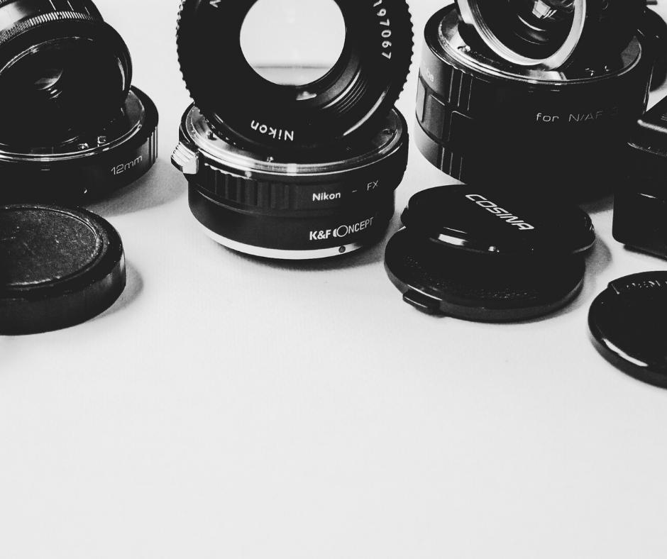 camera-lens-scattered-on-white-desk