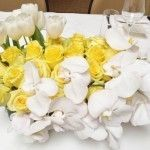 yellow and white low centerpiece