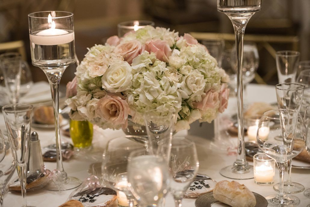 low centerpiece - ritz-carlton battery park wedding in NYC - photography by fred marcus