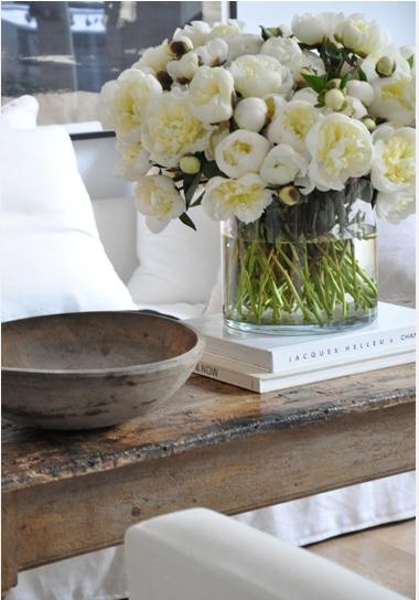 Coffee Table Flowers via Casa Tres Chic
