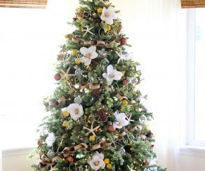Bringing florals to your classic holiday decor by bride for Elle decor christmas tree