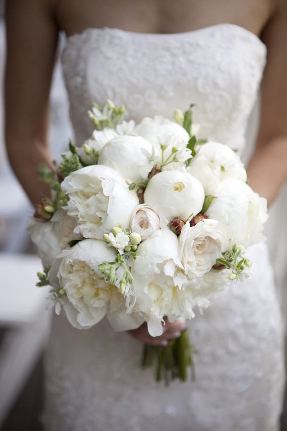 White Peony Bouquet - Napa Wedding - Silverado Resort - Catherine Hall Studios - via Style Me Pretty