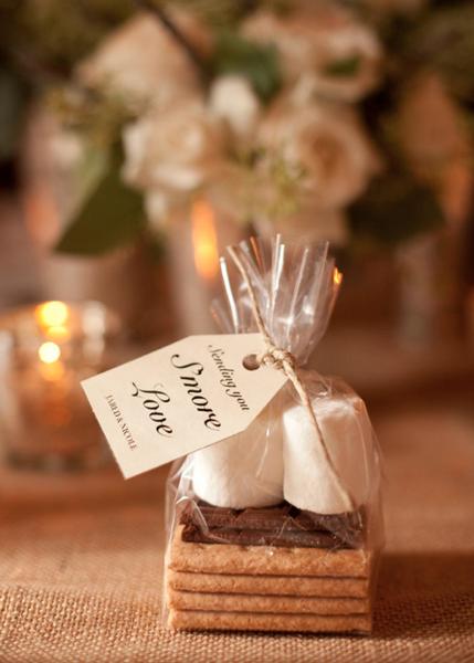 DIY Wedding Favor - S'mores - via rusticweddingchic.com