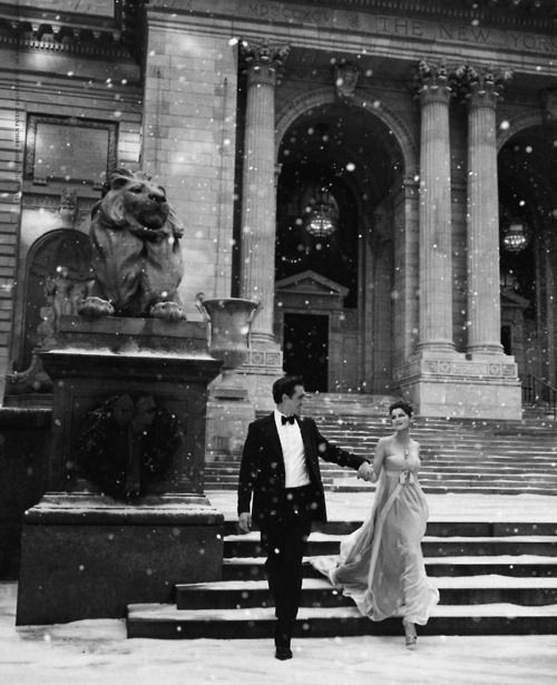 Winter Wedding Photo Ideas NYC - New York Public Library - via pinterest.com