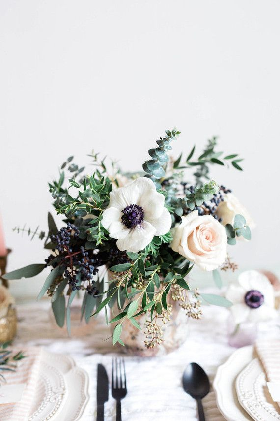 Gorgeous decor ideas with anemone wedding flowers by