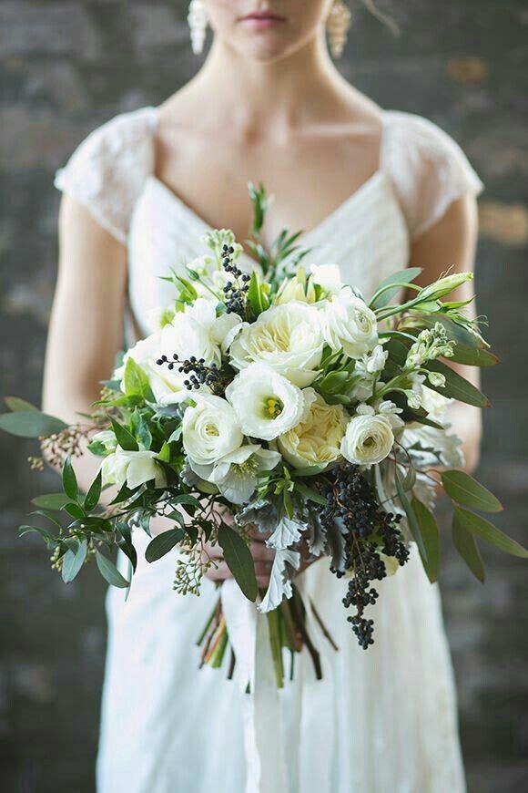 lisianthus bouquet - via weddingz.org