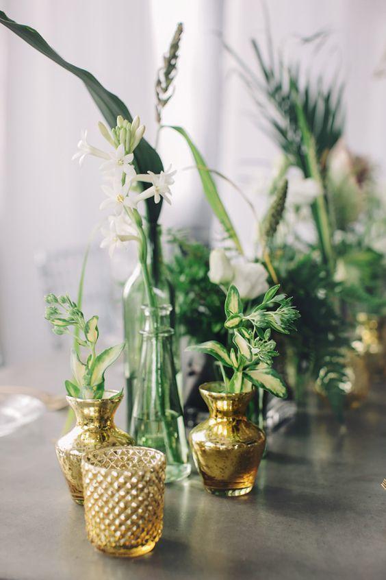 modern floral centerpiece - via ruffledblog.com