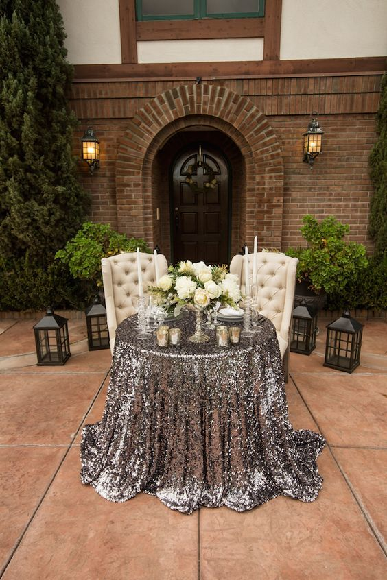 Sweetheart Table - via theperfectpalette.com