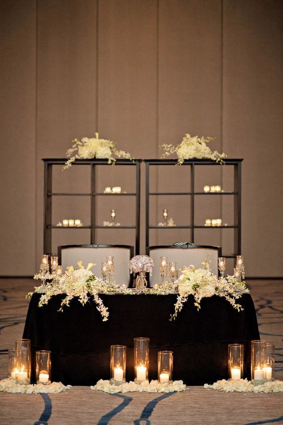 Sweetheart Table - via junebugweddings.com