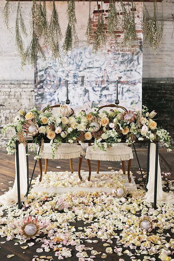 Sweetheart Table - via modwedding.com
