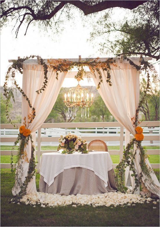 Sweetheart Table - via beautyofwedding.co