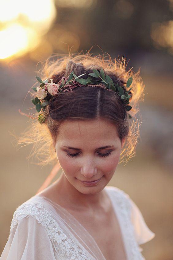 Romantic Floral Crown - via elbogdeunanovia.com
