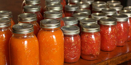 Canning tomotoes