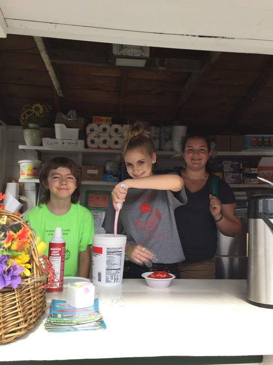 2 4-Hers in the schenectady county 4-H snack shop.