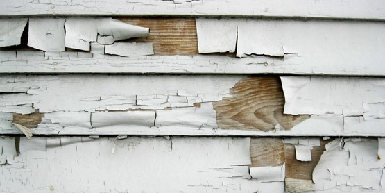 peeling paint on the side of a house