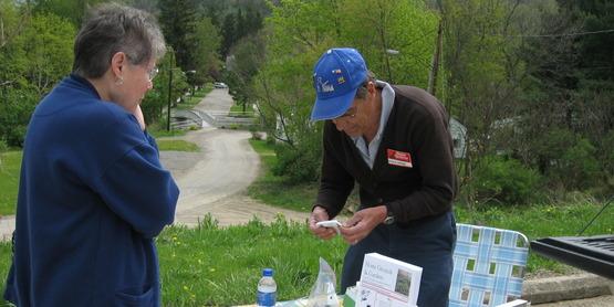 Master Gardener, Charlie Jurenko, testing pH of soil for resident during Fall pH Clinics,