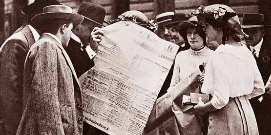 Citizens in Budapest read about the Austro-Hungarian Army's mobilisation in newspapers at the start of the First World War, 30 July 1914.