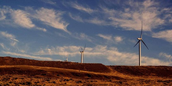 wind turbines in The Dalles, Oregon, USA free use from http://travelcoffeebook.com/