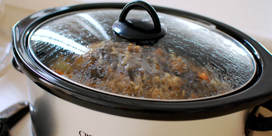 6-quart crock pot with stew