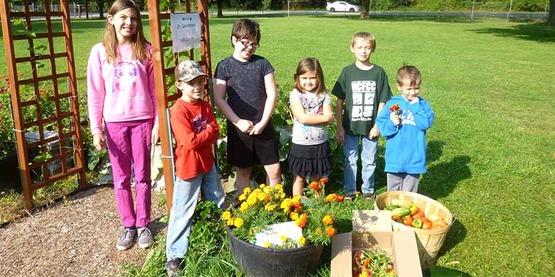4-H Youth gardeners