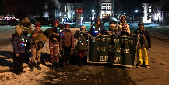 4-H-ers dressed up for holiday parade