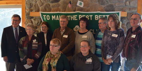 Senator Seward & 4-H Committee Chairs