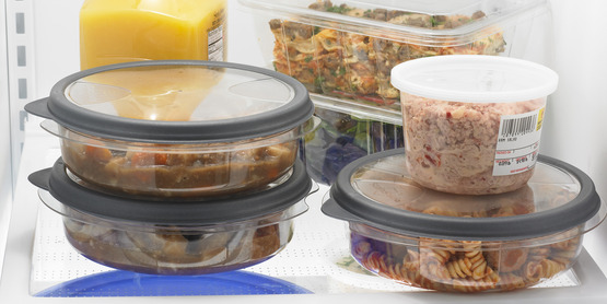 chill foods in the refrigerator using shallow containers