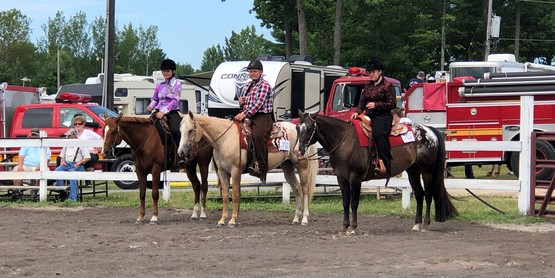 4-Hers riding horses at fair