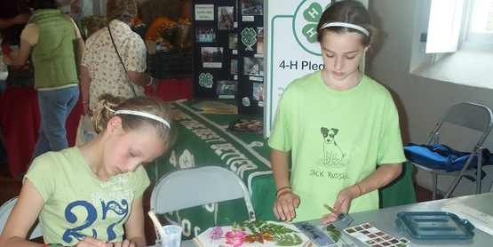 4-H youth at the Farmers' Museum (add date, town)
