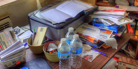 photo of a messy desk, clutter, papers