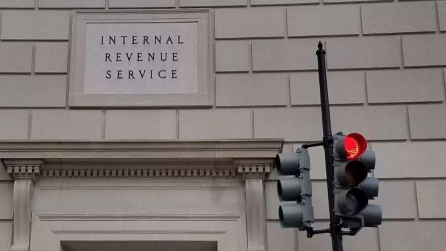 Клиент Coinbase подал новый иск против IRS за сбор данных о криптовалютных сделках