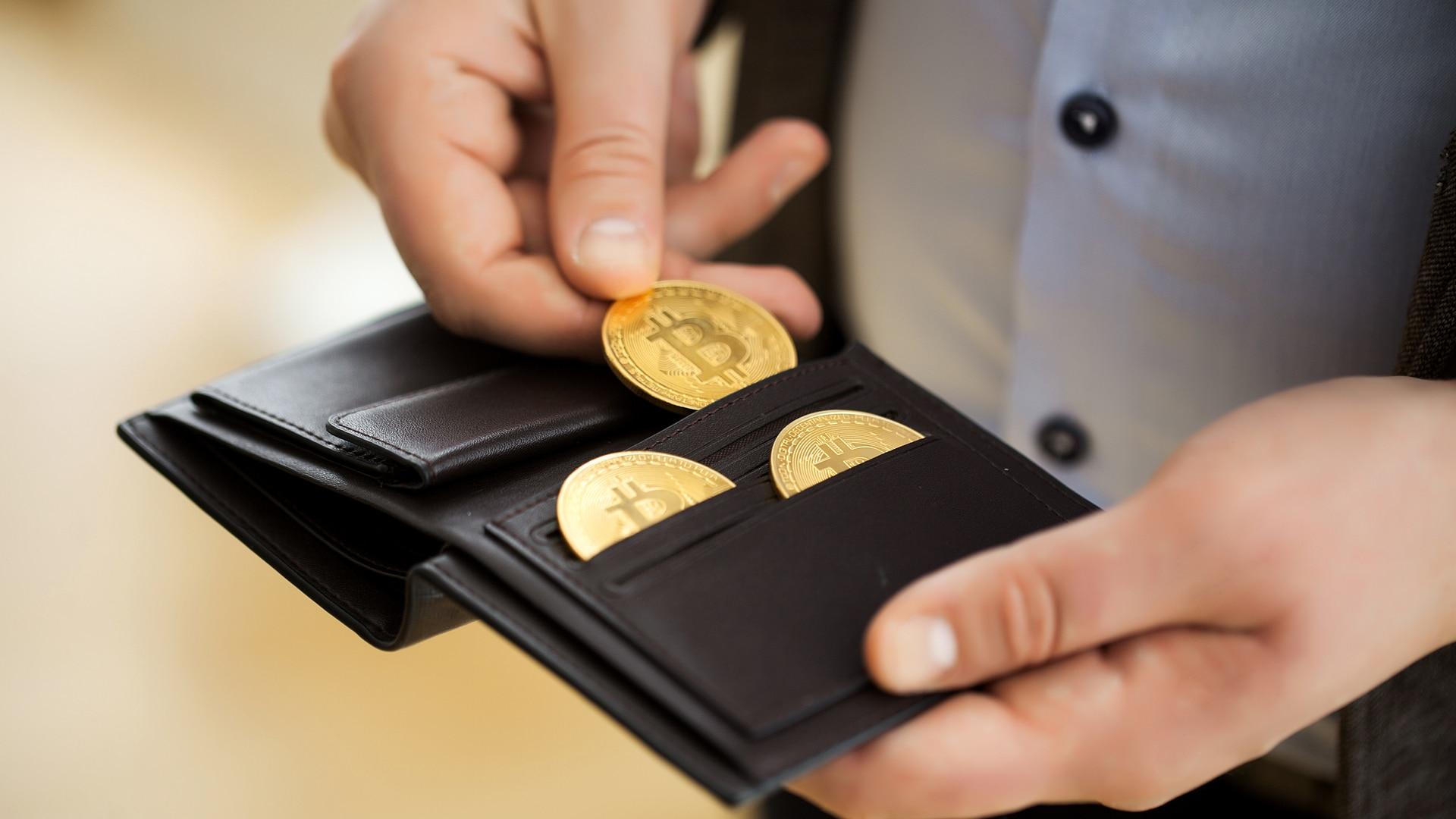 Regulação fechando o cerco contra corretoras faz investidores sacarem US$ 2,5 bi em bitcoin nas últimas 24 horas