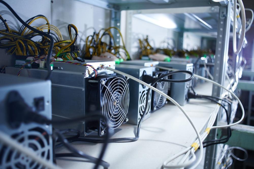Polícia descobre mineração ilegal de Bitcoin dentro do próprio quartel